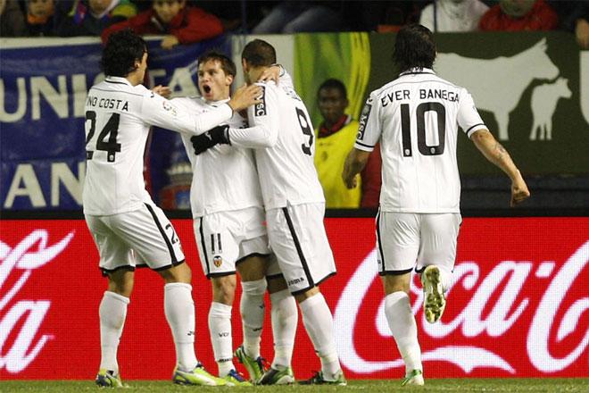 piłkarze Valencii cieszą się po strzelonej bramce
